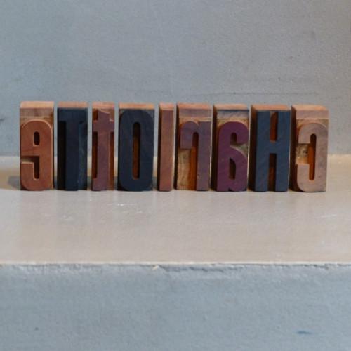 Lettres d'imprimerie en bois - Charlotte
