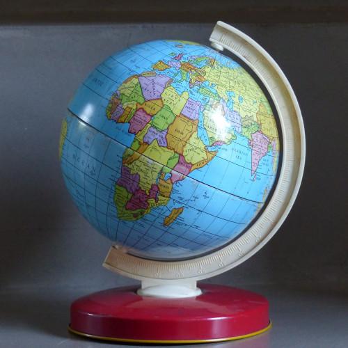 Petit globe terrestre en métal vintage