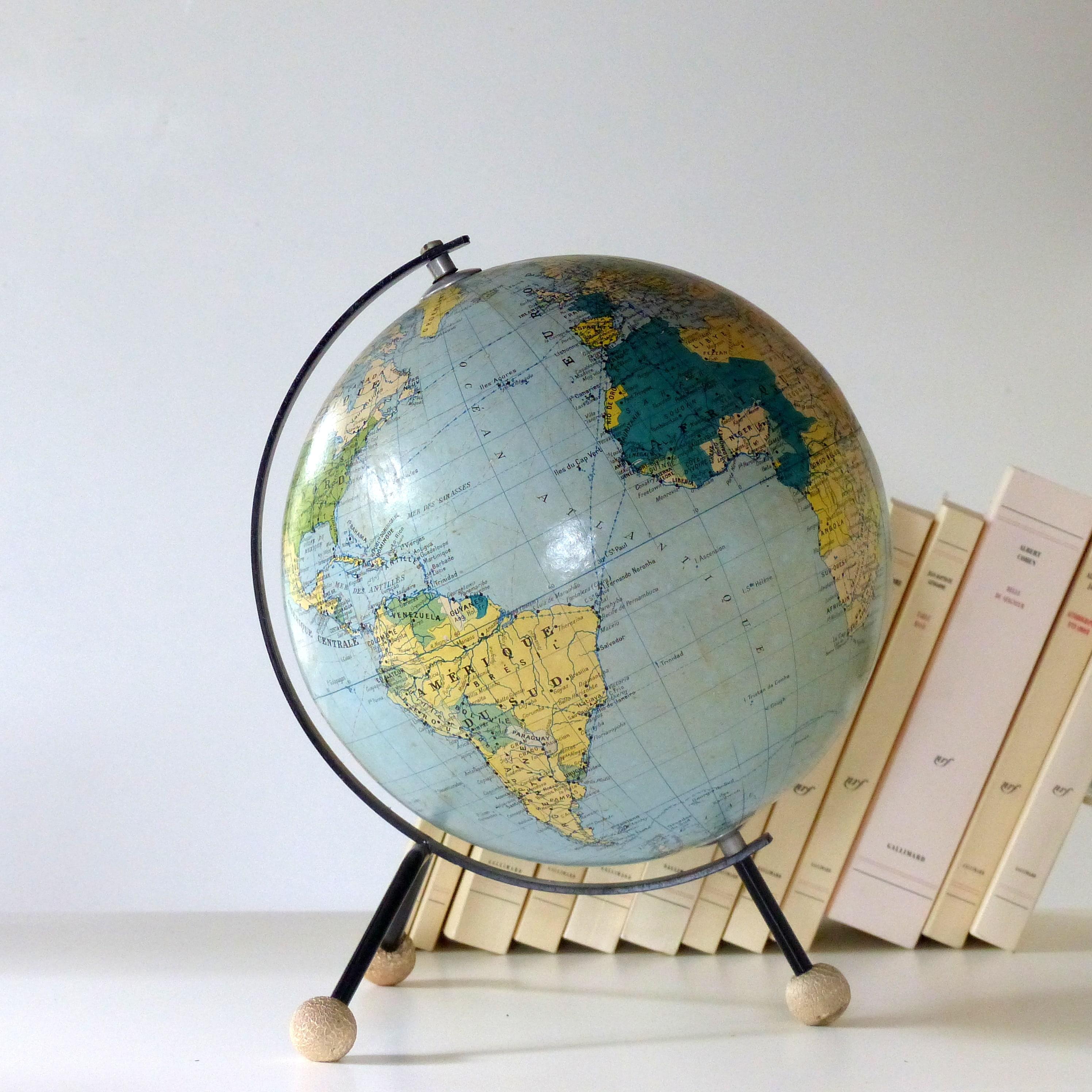 globe terrestre tripode lignedebrocante brocante en ligne chine pour vous meubles vintage et. Black Bedroom Furniture Sets. Home Design Ideas