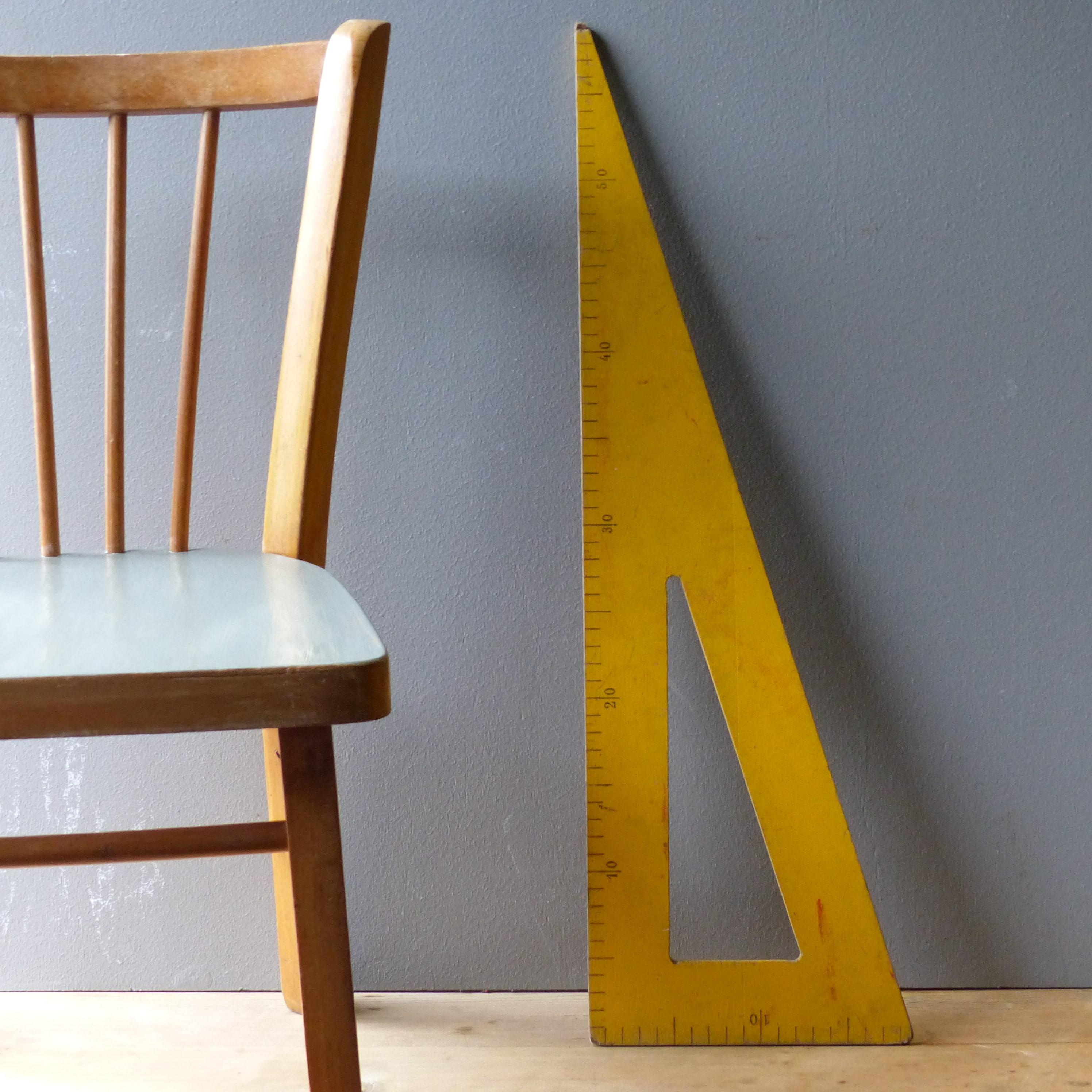equerre de ma tre d 39 cole en bois jaune lignedebrocante brocante en ligne chine pour vous. Black Bedroom Furniture Sets. Home Design Ideas