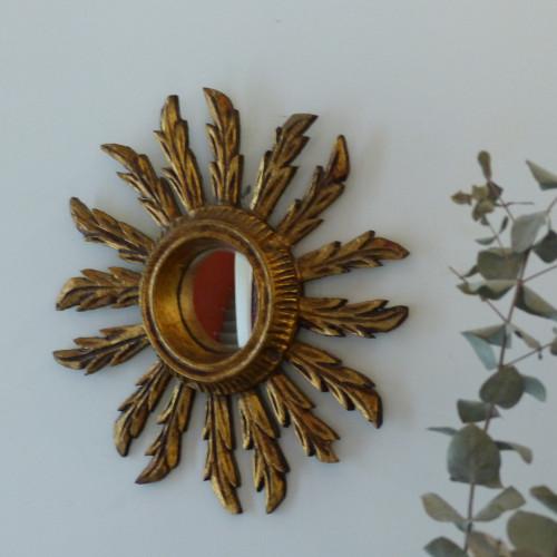 Petit miroir soleil en bois doré et glace bombée