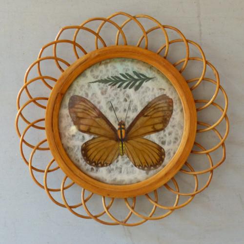 Petit cadre papillon marron clair en rotin