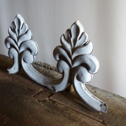 Elément de faitage en zinc - décor 2 fleurs