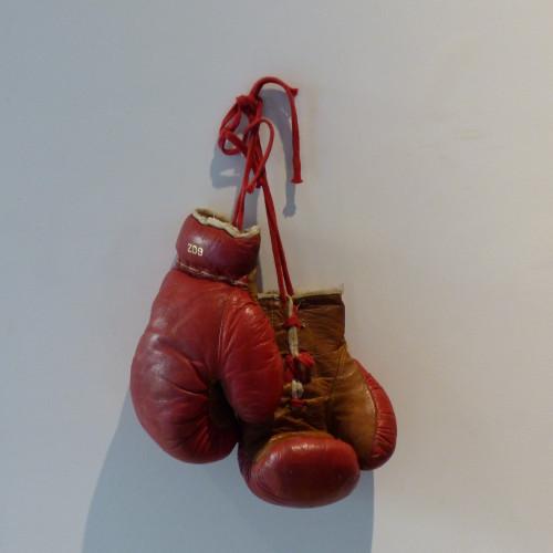 Paire de gants de boxe en cuir pour enfant vintage
