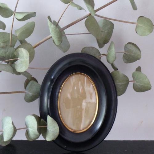 Petit cadre noir ovale pour miniature