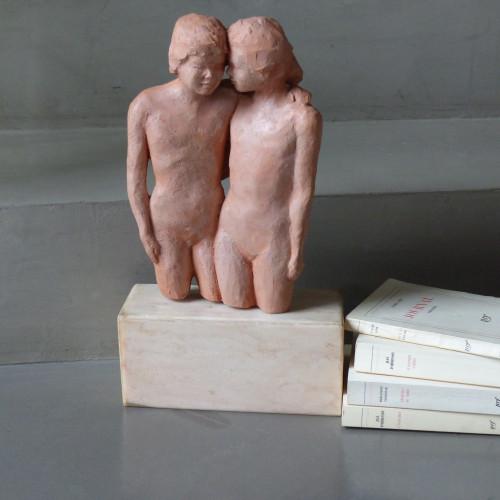 Statuette en terre cuite - Couple enlacé