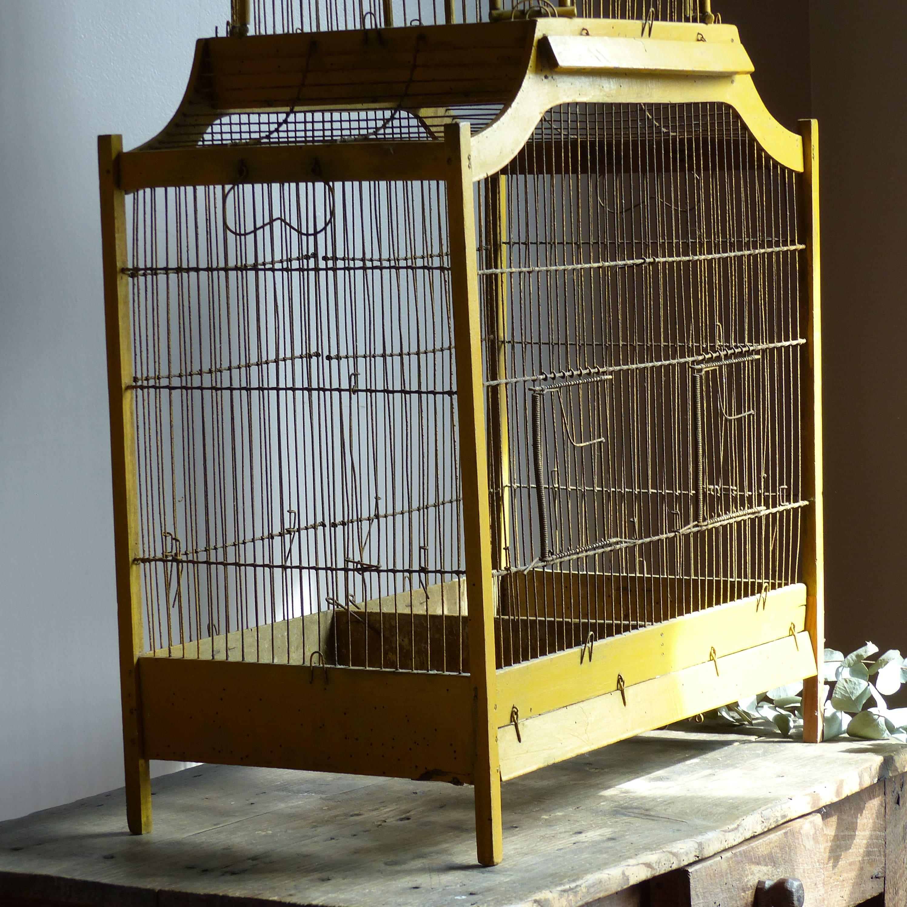 Cage oiseaux en bois napol on iii lignedebrocante for Cages a oiseaux decoratives