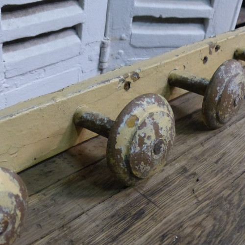 Porte-manteaux en bois patiné - 5 patères