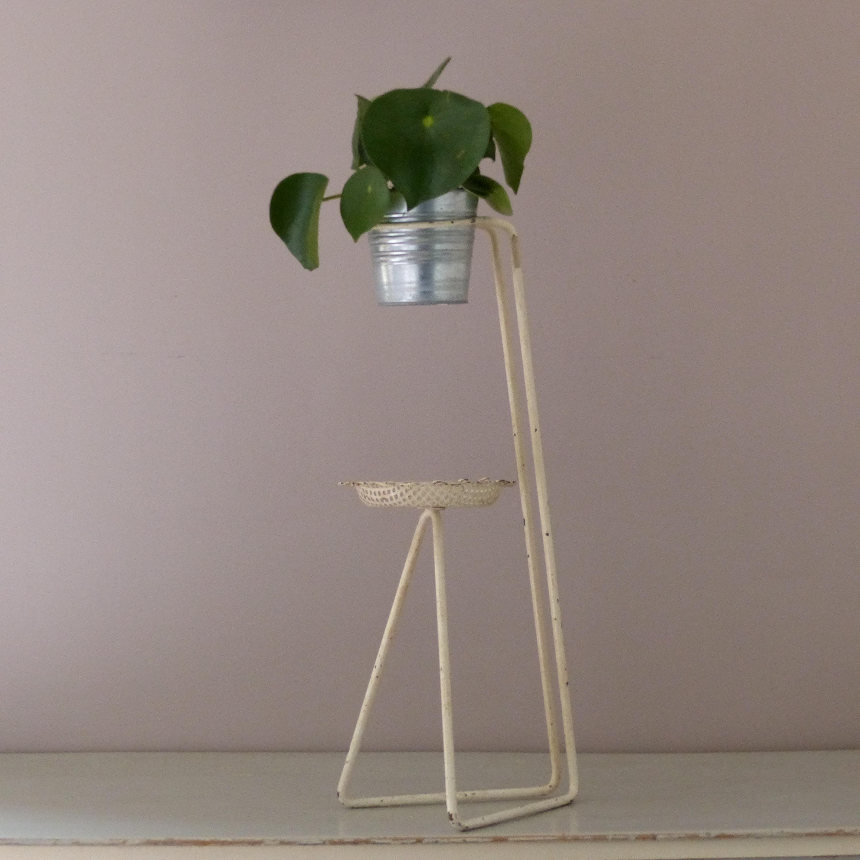 porte plante en m tal perfor esprit mat got lignedebrocante brocante en ligne chine pour vous. Black Bedroom Furniture Sets. Home Design Ideas