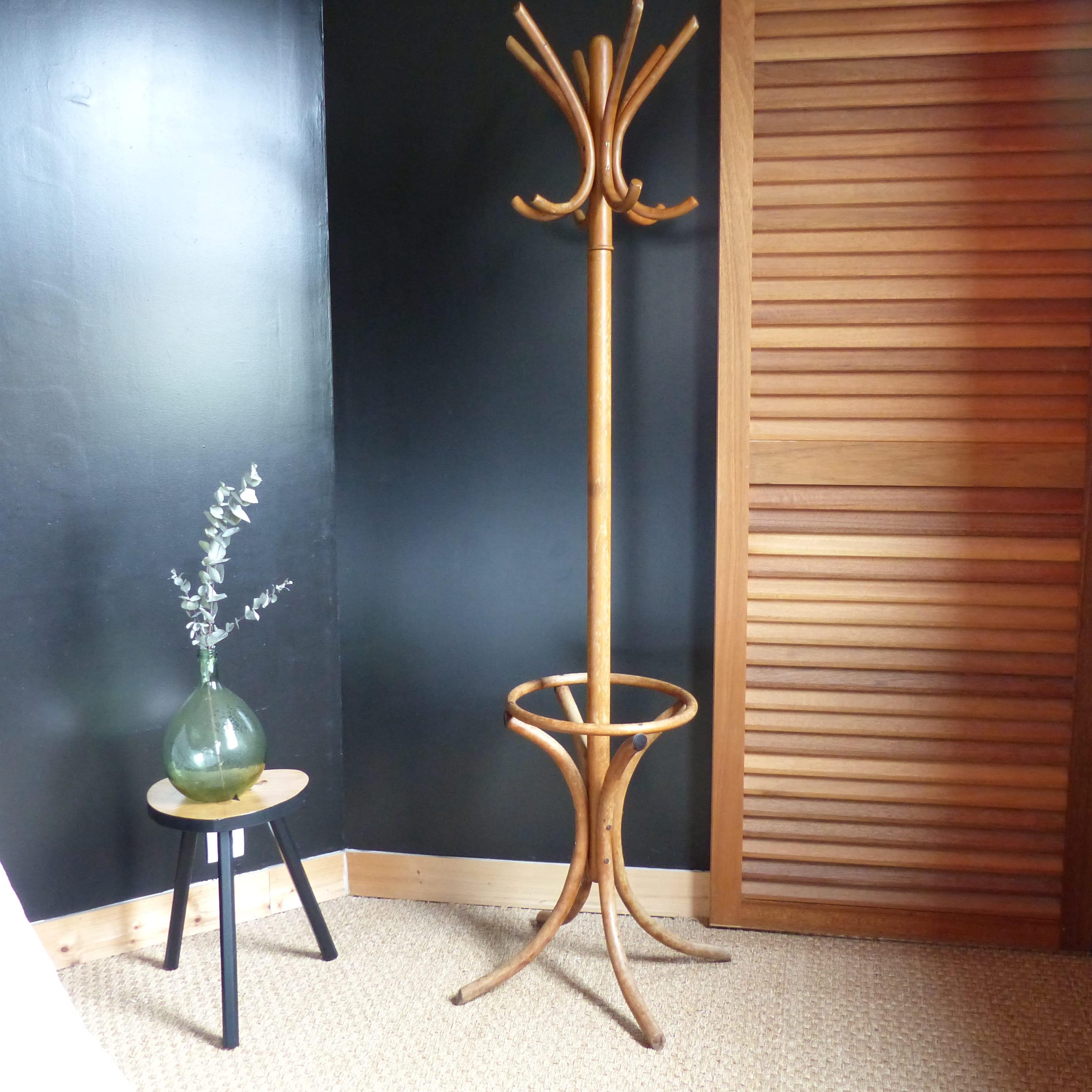 portemanteau perroquet en bois courb lignedebrocante brocante en ligne chine pour vous. Black Bedroom Furniture Sets. Home Design Ideas