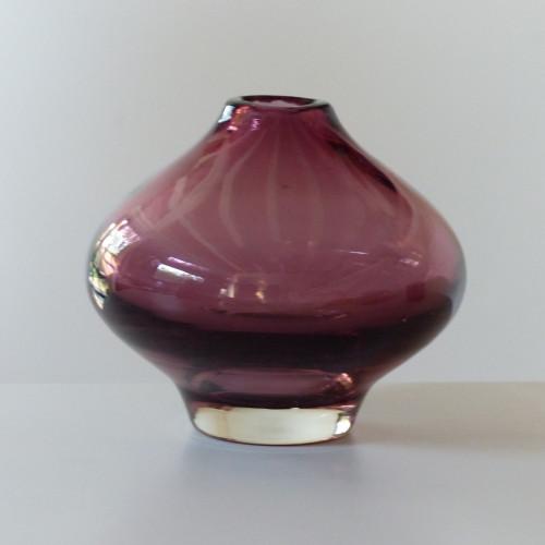 Petit vase en verre signé Riihimaen