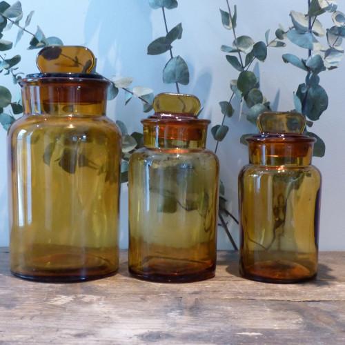 Lot de 3 anciens flacons de pharmacie en verre ambré