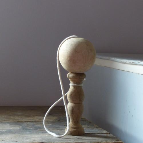 Bilboquet ancien en bois
