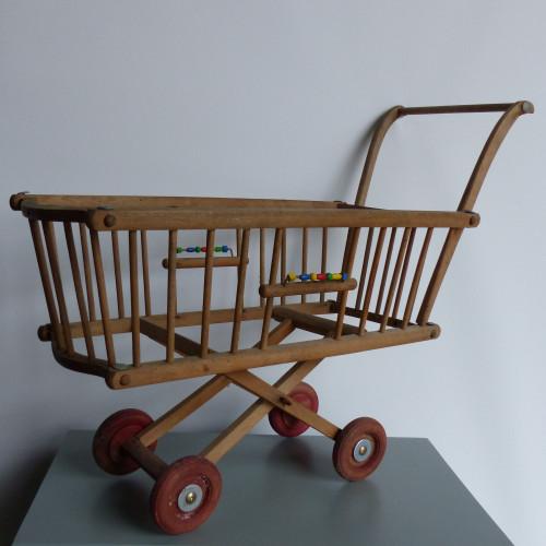 Landau à barreaux pour poupées en bois ancien