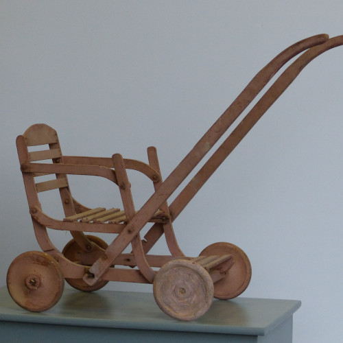 Poussette en bois pour poupée ancienne