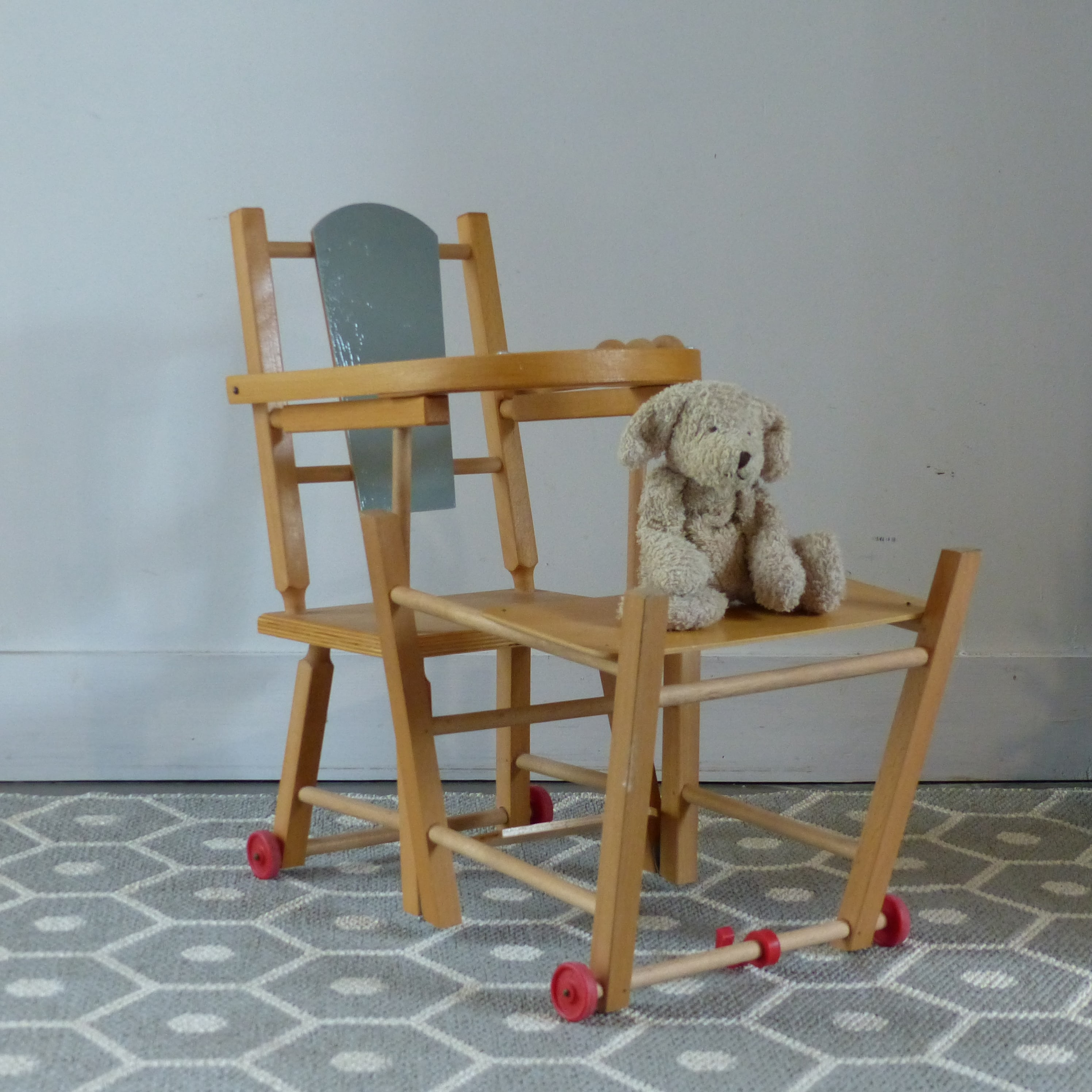 chaise haute r tro pour poup e lignedebrocante brocante en ligne chine pour vous meubles. Black Bedroom Furniture Sets. Home Design Ideas