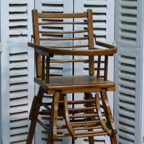 Chaise haute pour enfant en bois lignedebrocante for Petite chaise en bois pour bebe