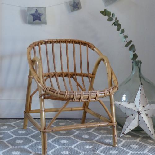Petit fauteuil en rotin pour enfant