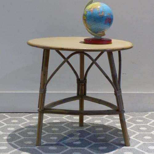 Petite table pour enfant en rotin