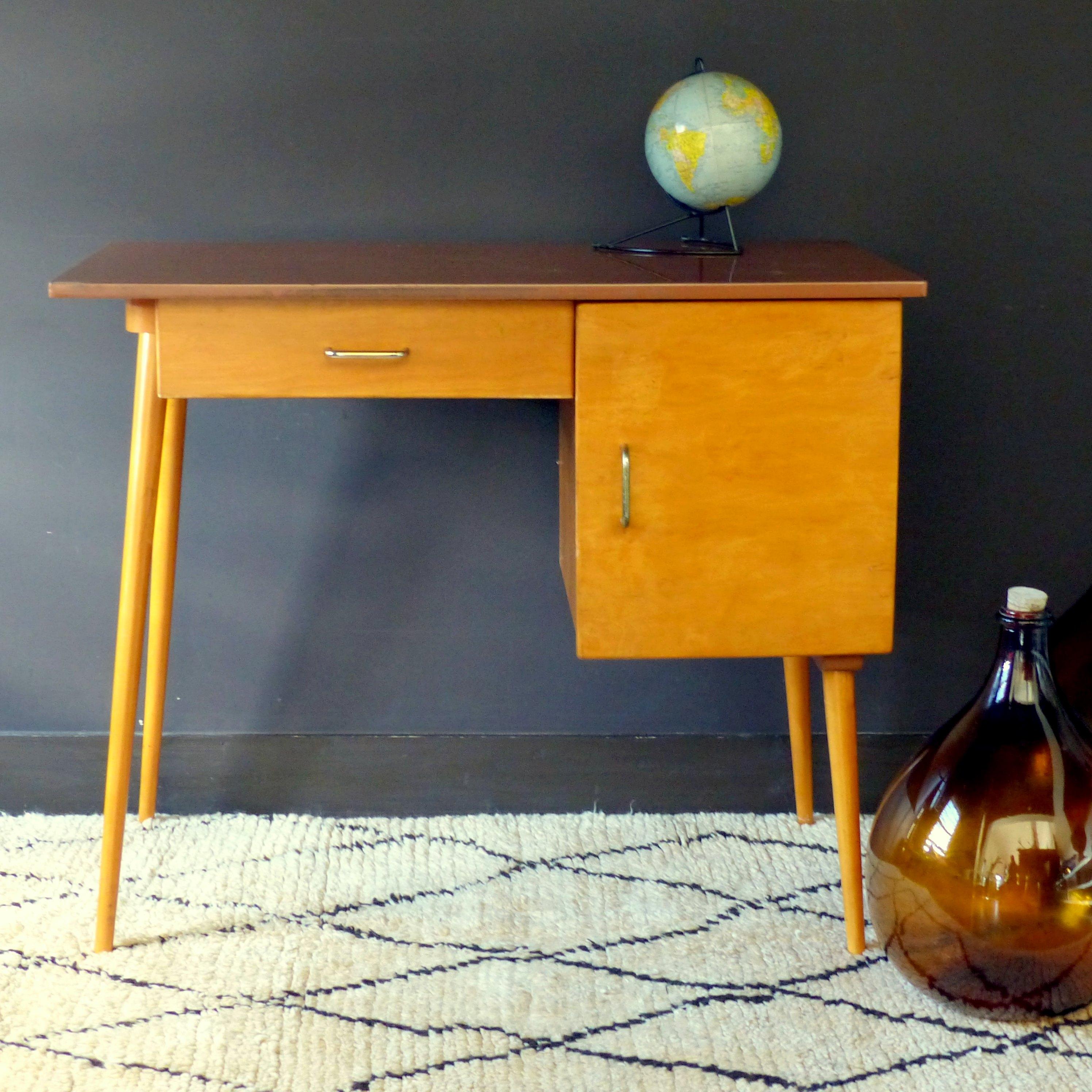 bureau et chaise baumann pour enfant lignedebrocante brocante en ligne chine pour vous. Black Bedroom Furniture Sets. Home Design Ideas