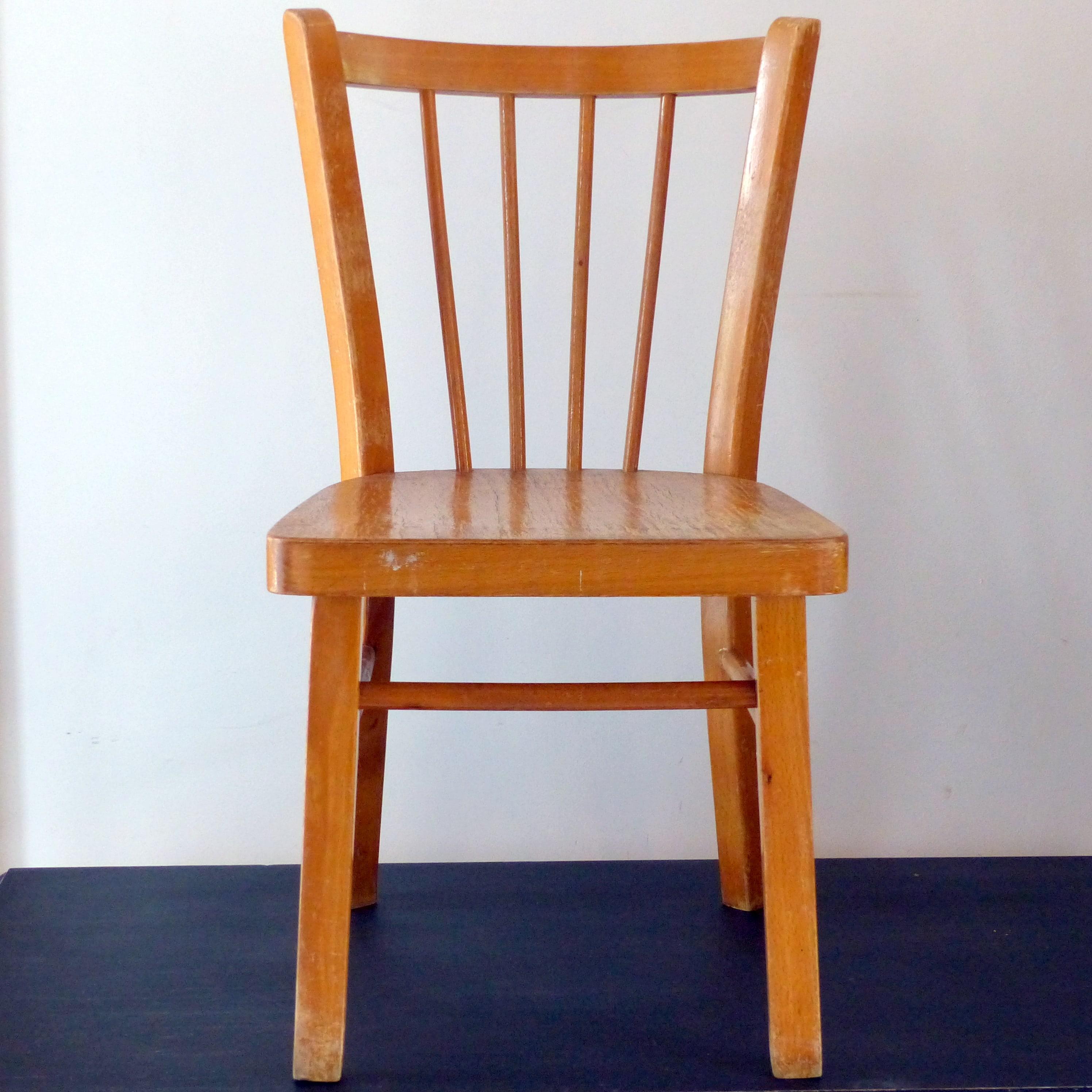 petite chaise bistrot pour enfant lignedebrocante brocante en ligne chine pour vous meubles. Black Bedroom Furniture Sets. Home Design Ideas
