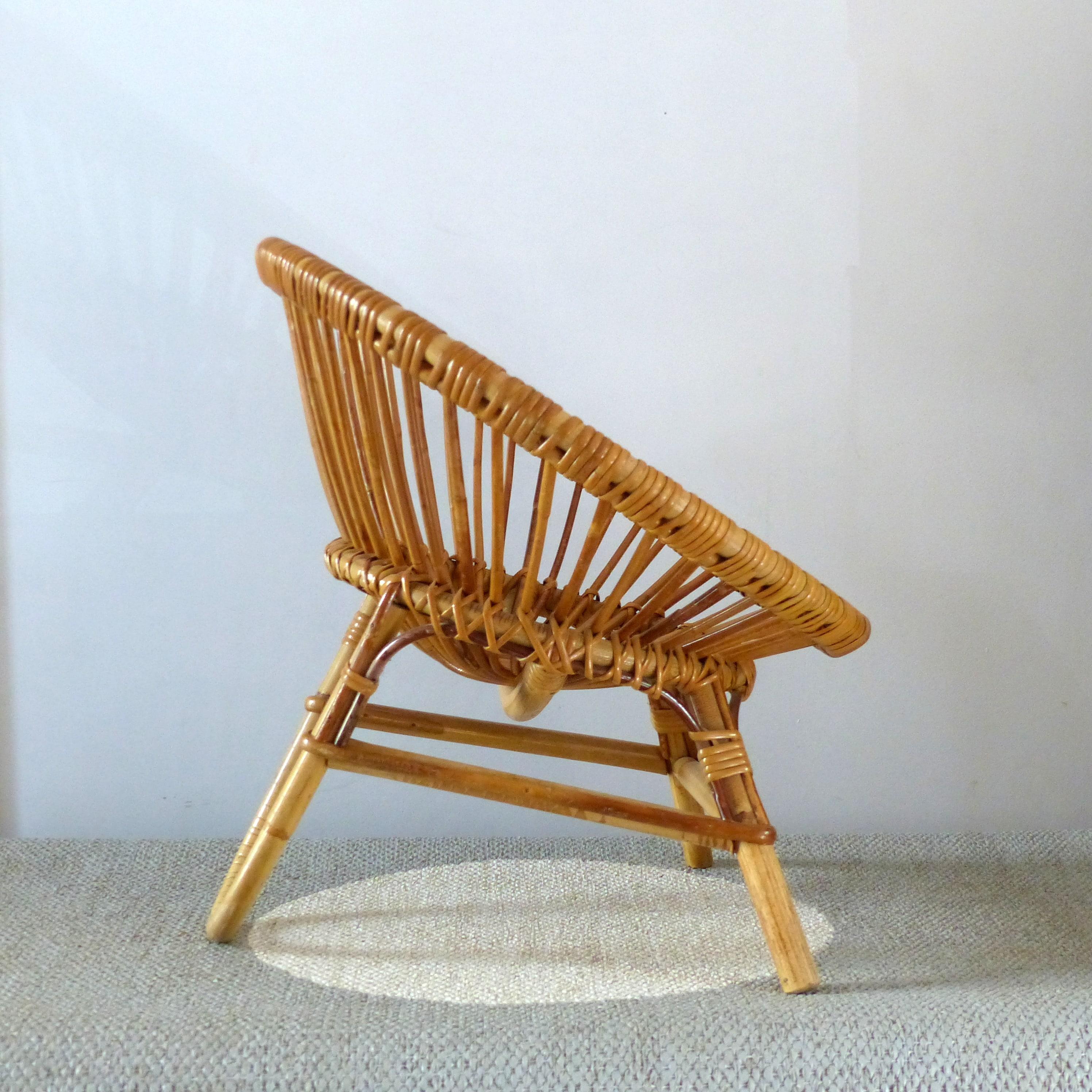 Petit fauteuil corbeille en rotin pour enfant for Petits meubles en rotin