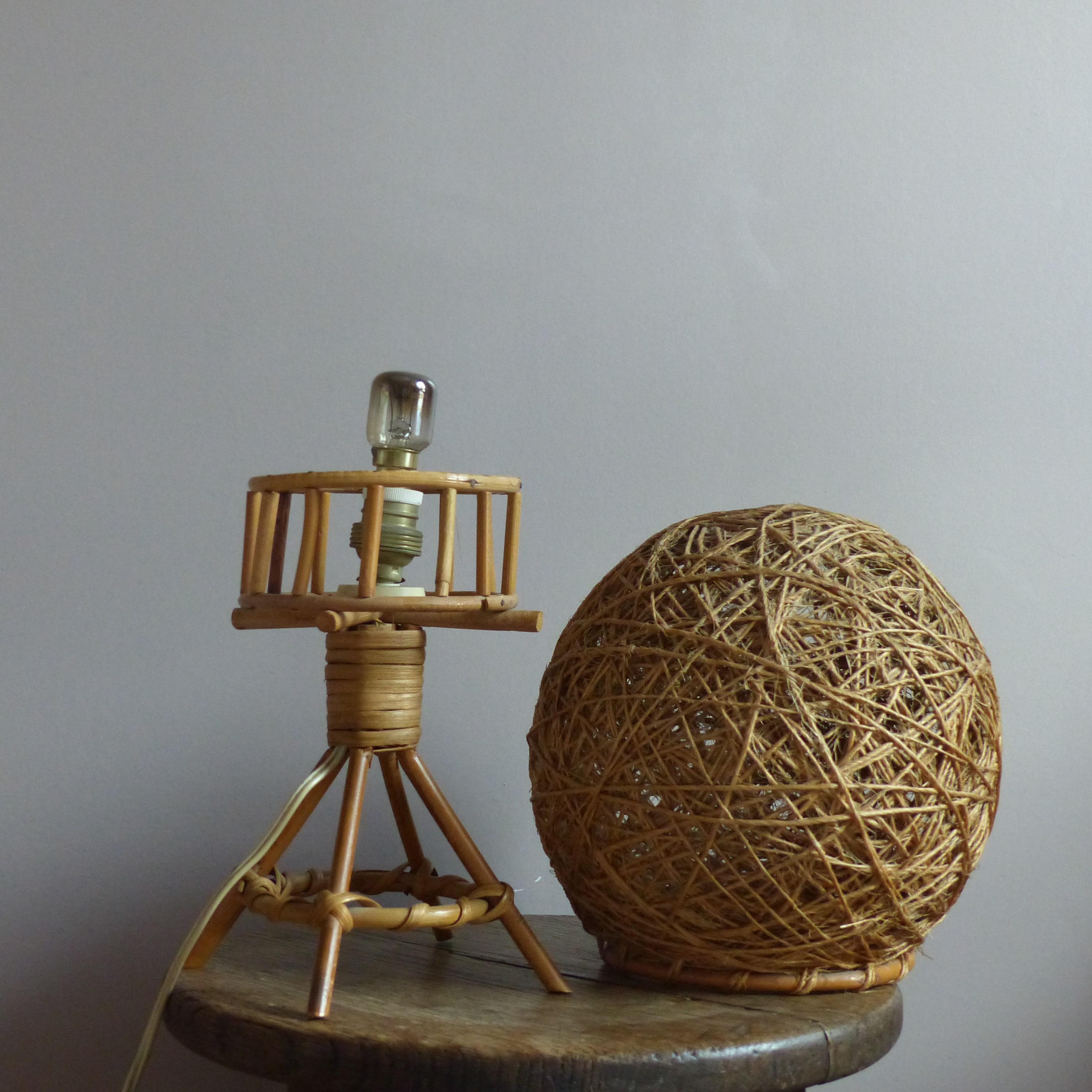 petite lampe de chevet boule en rotin lignedebrocante brocante en ligne chine pour vous. Black Bedroom Furniture Sets. Home Design Ideas