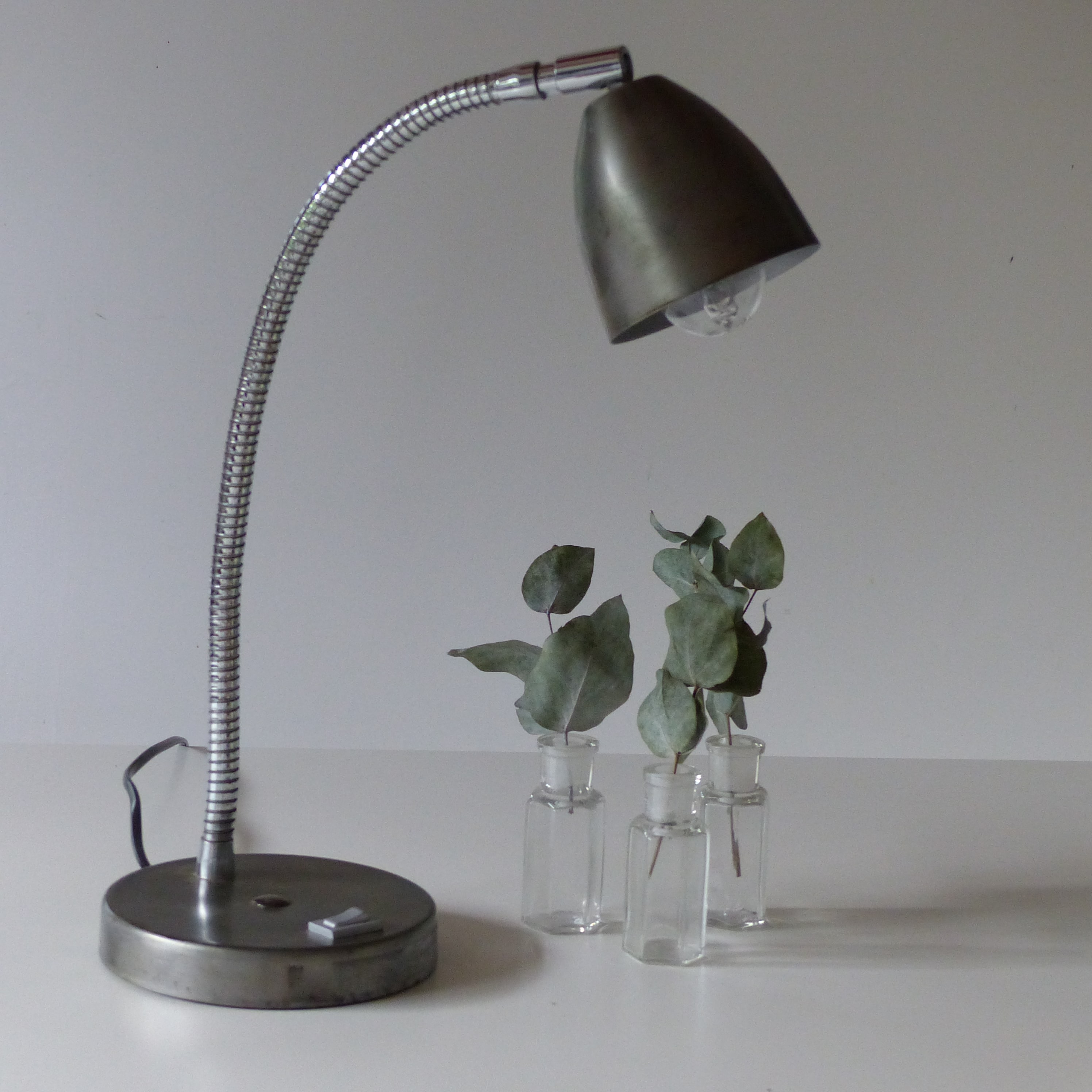 lampe cocotte en m tal brut lignedebrocante brocante en ligne chine pour vous meubles. Black Bedroom Furniture Sets. Home Design Ideas