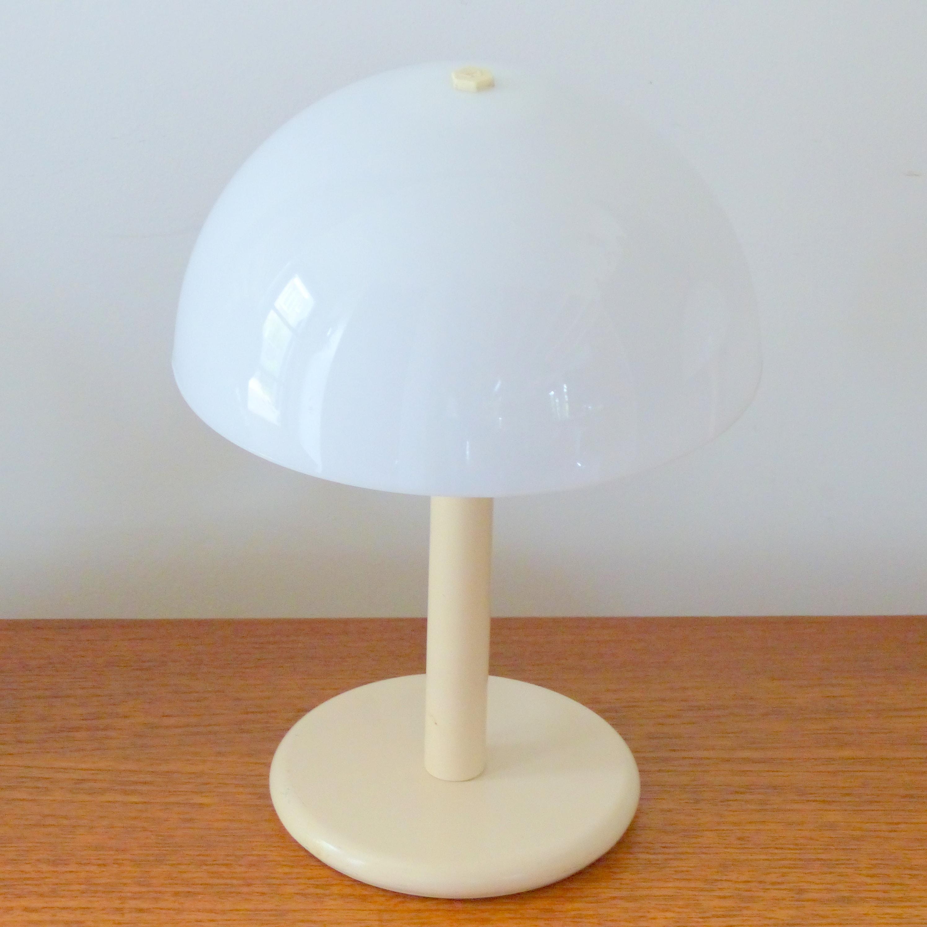 paire de lampes de chevet aluminor lignedebrocante brocante en ligne chine pour vous meubles. Black Bedroom Furniture Sets. Home Design Ideas