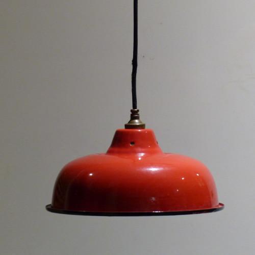 Gamelle industrielle en tôle émaillée rouge vif