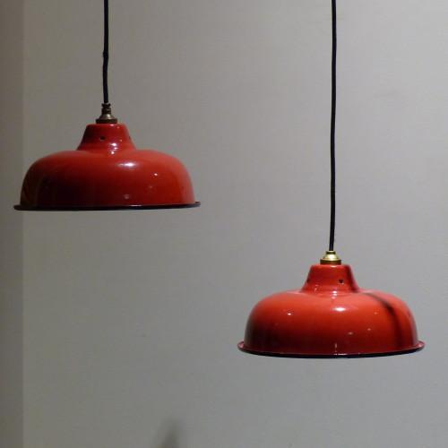 Paire de gamelles industrielles en tôle émaillée rouge vif