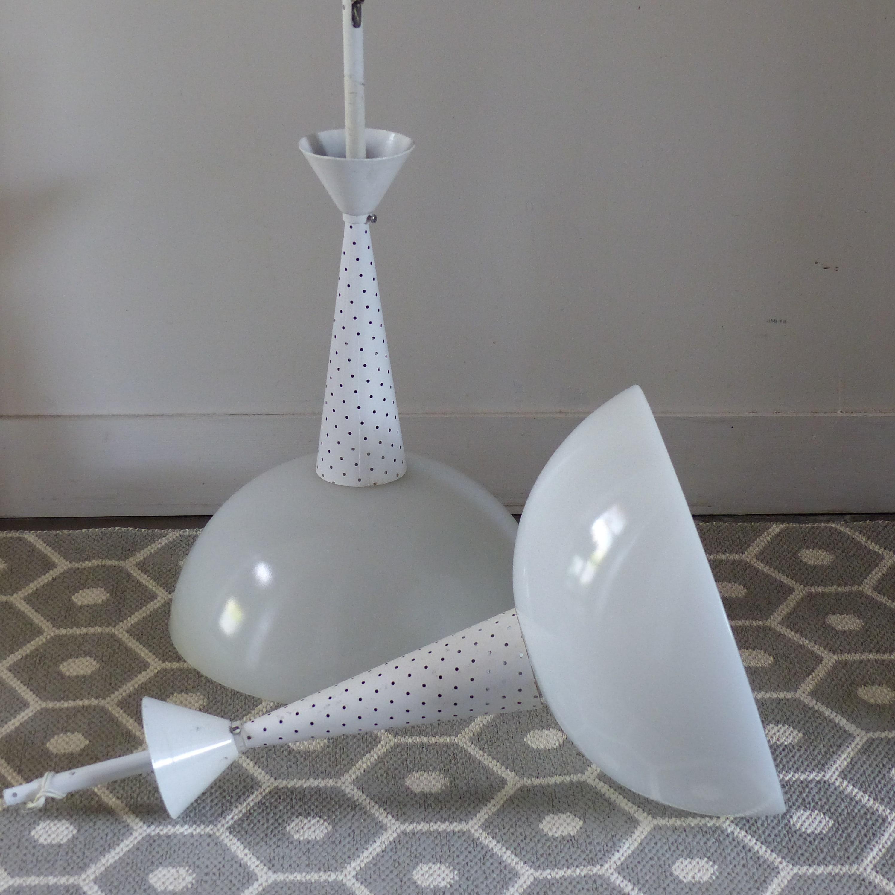Lot de suspensions Holophane modernistes inspirées du designer M ...