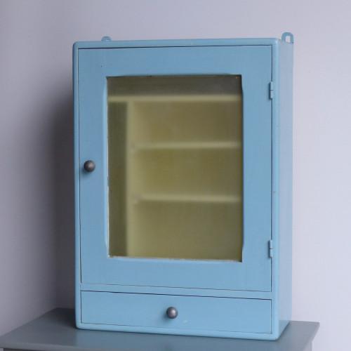 Petite armoire à pharmacie en bois