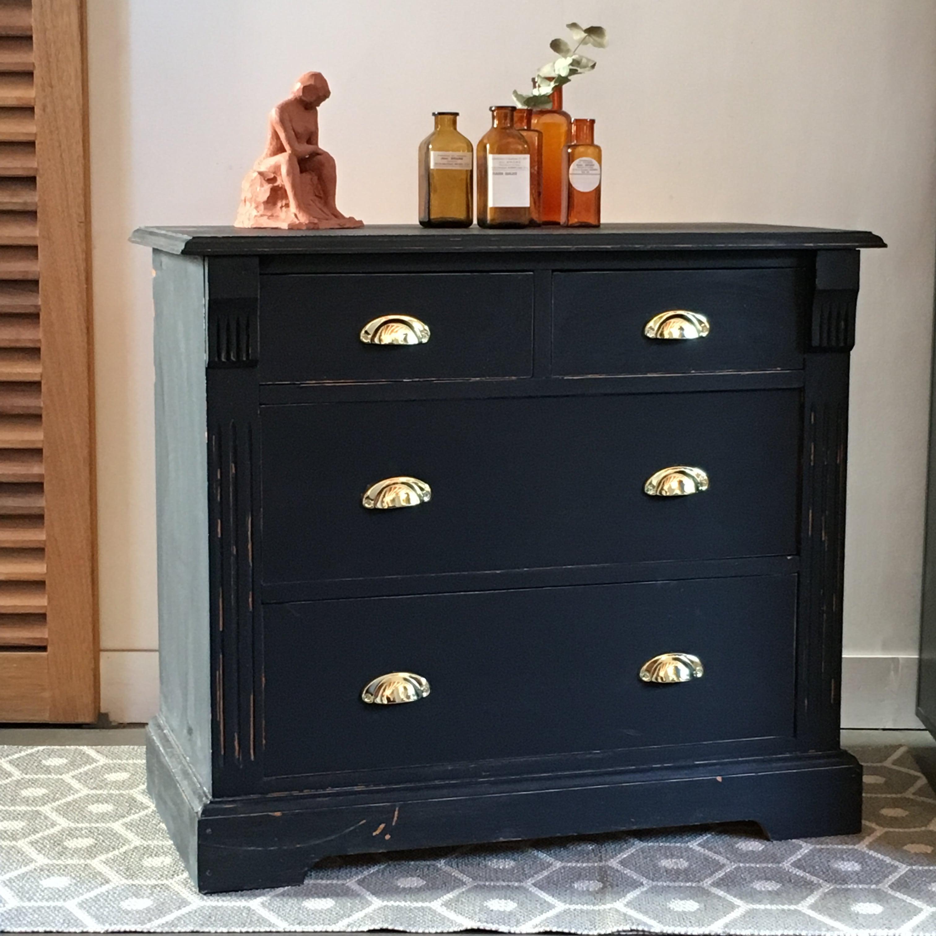 petite commode noire lignedebrocante brocante en ligne chine pour vous meubles vintage et. Black Bedroom Furniture Sets. Home Design Ideas