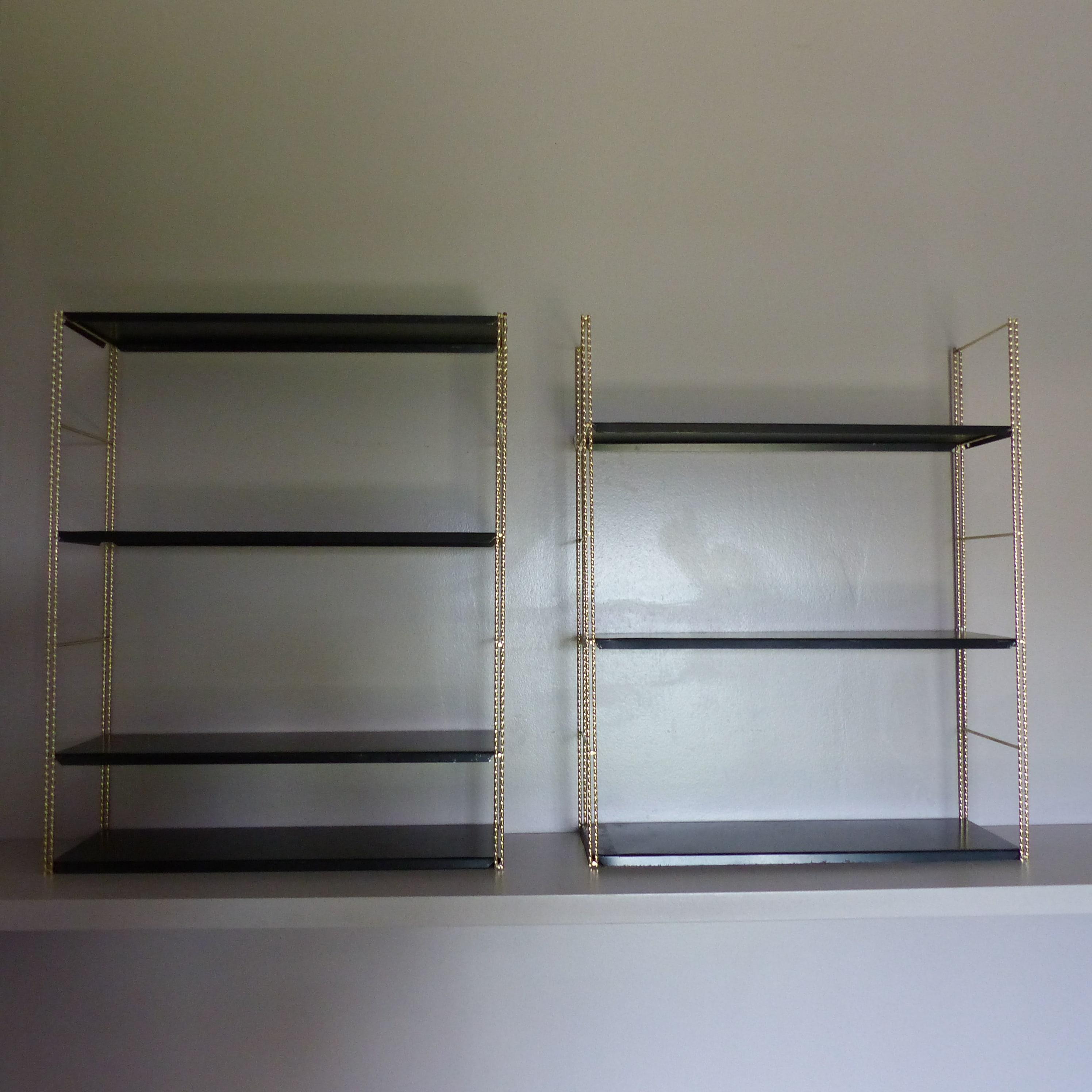 etag res string en m tal torsad dor et tablettes noires lignedebrocante brocante en ligne. Black Bedroom Furniture Sets. Home Design Ideas