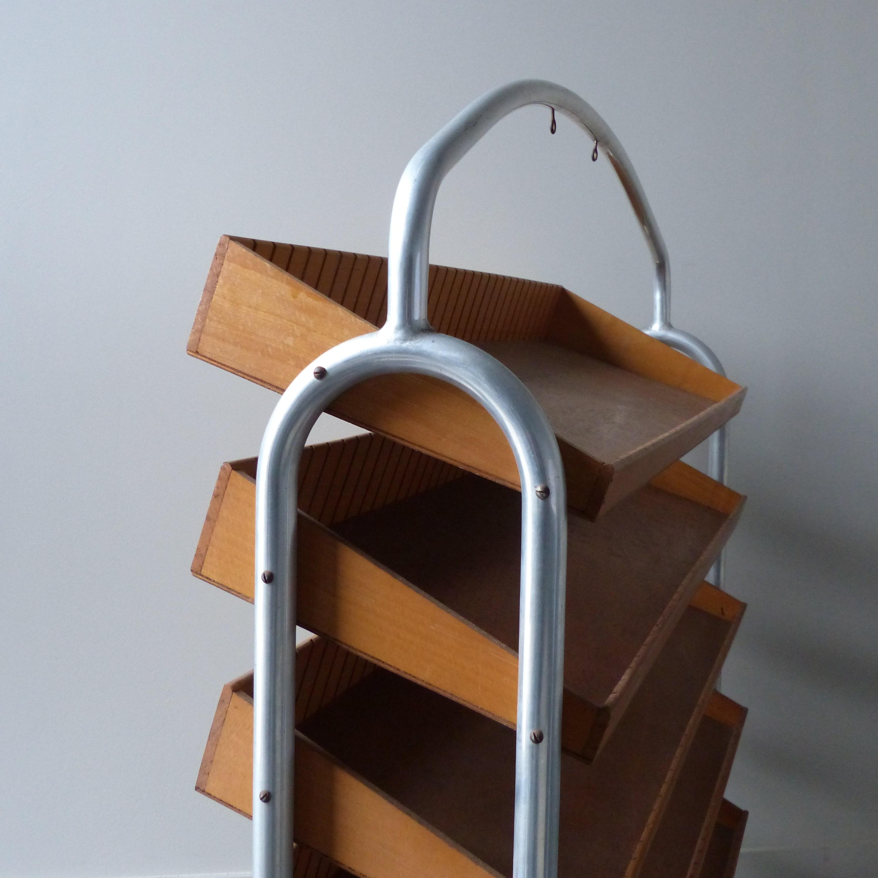 Meuble pr sentoir de mercerie clayettes en bois Meuble tubulaire