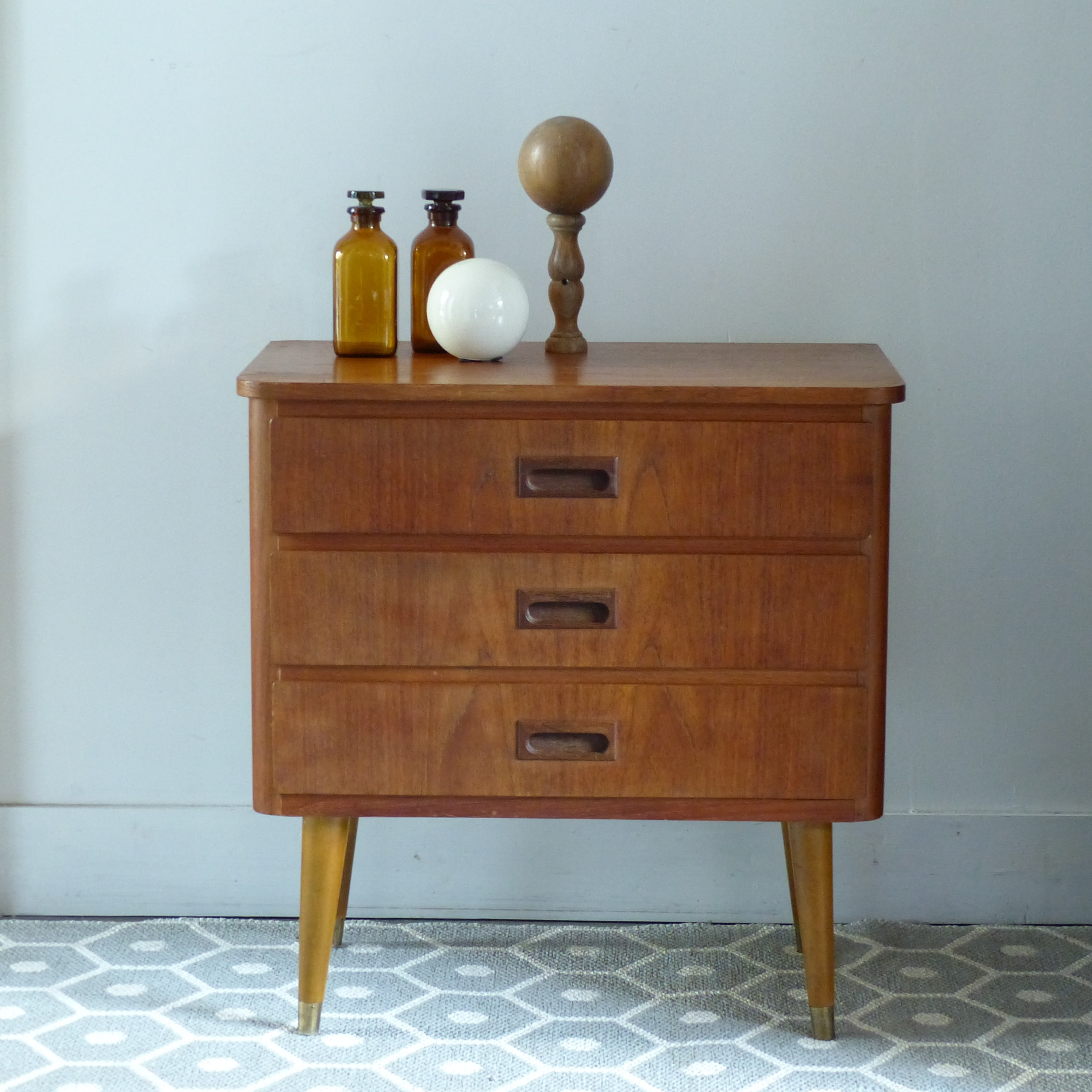 petite commode vintage lignedebrocante brocante en ligne chine pour vous meubles vintage et. Black Bedroom Furniture Sets. Home Design Ideas