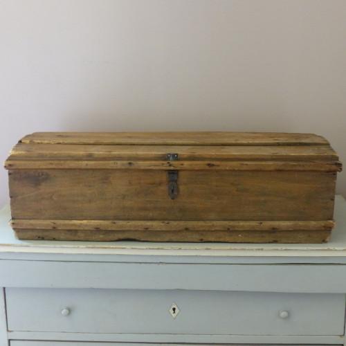 Coffre de voyage ancien en bois