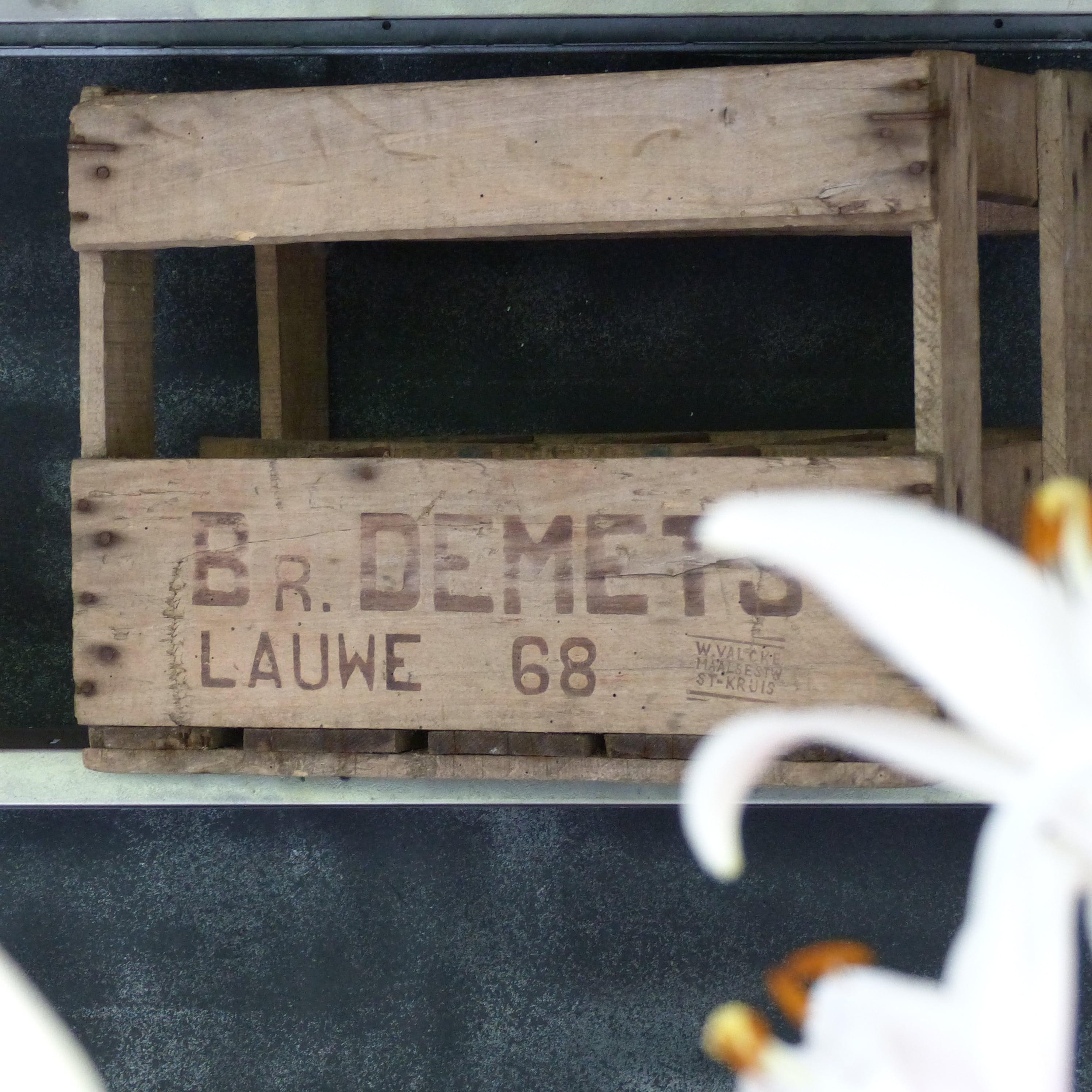 ancien casier bouteilles en bois lignedebrocante brocante en ligne chine pour vous meubles. Black Bedroom Furniture Sets. Home Design Ideas