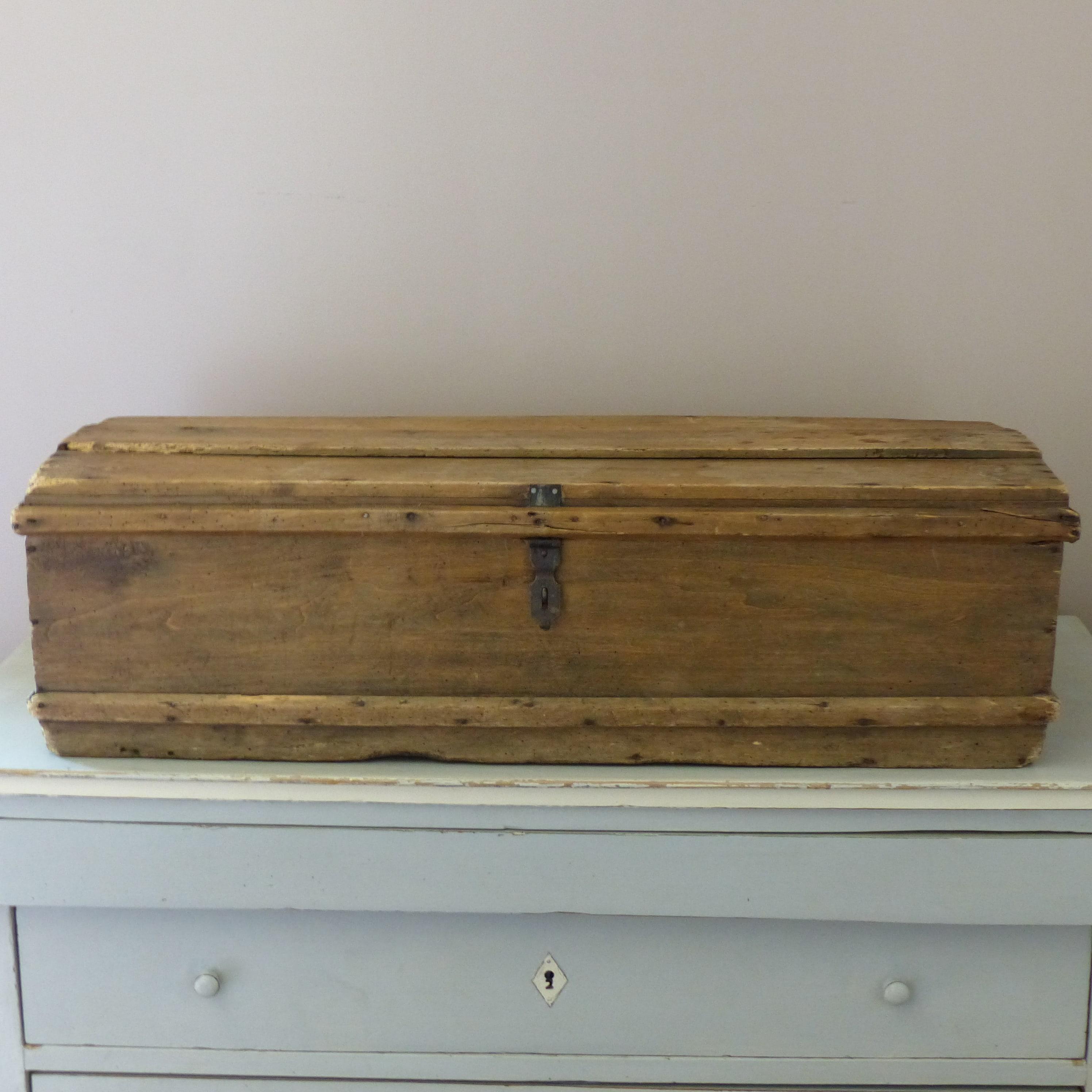 coffre de voyage ancien en bois lignedebrocante brocante en ligne chine pour vous meubles. Black Bedroom Furniture Sets. Home Design Ideas