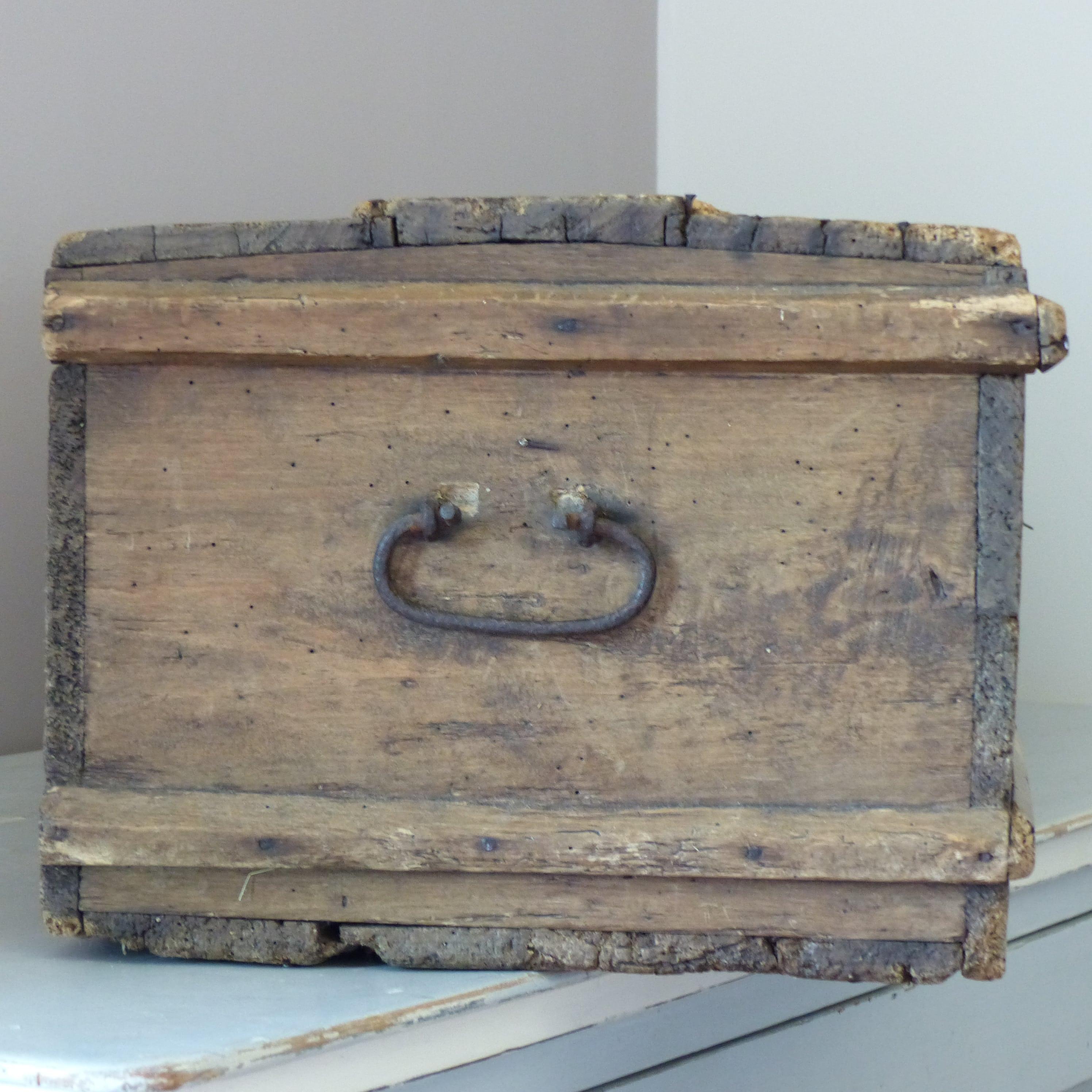 Coffre en bois ancien for Acheter miroir ancien