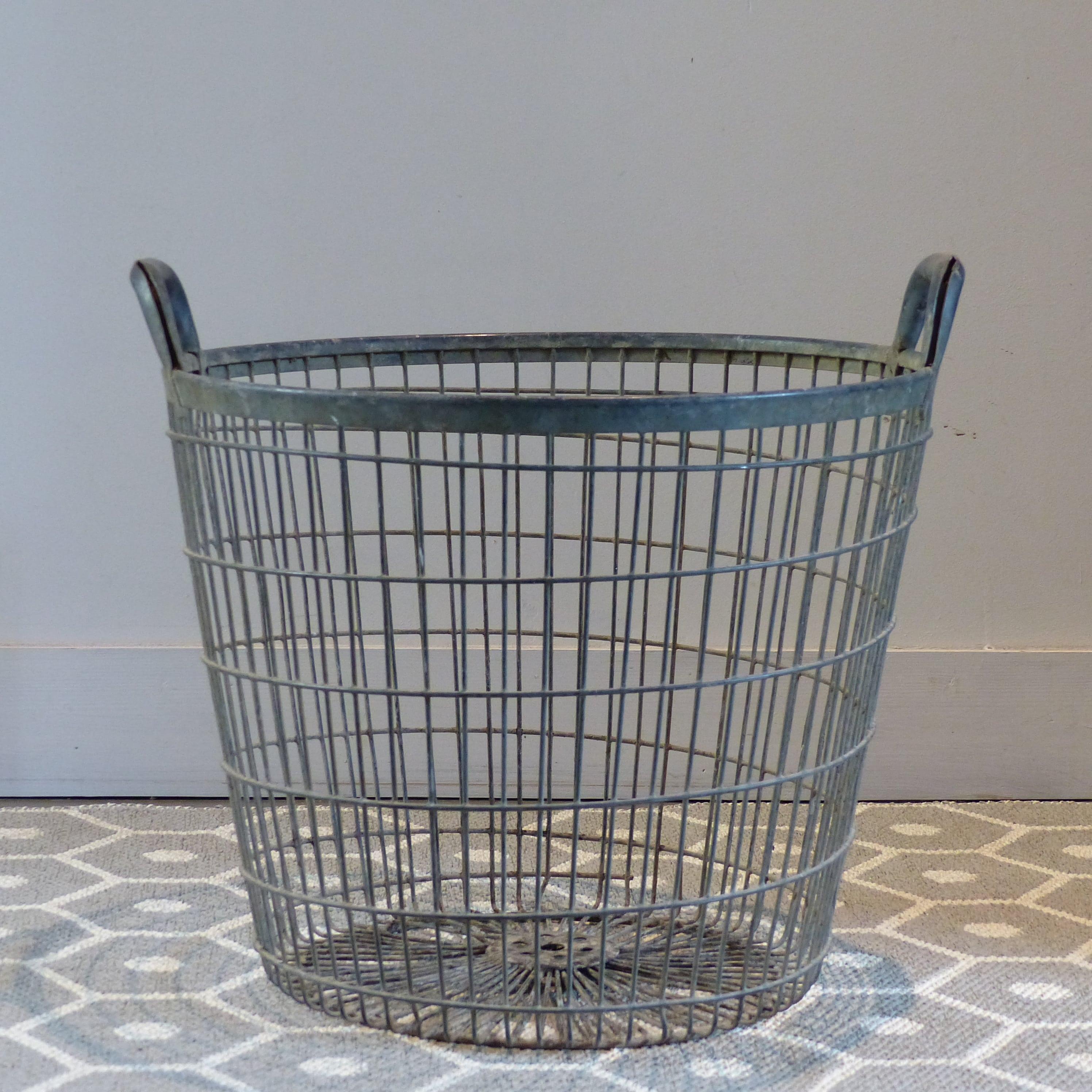 panier en m tal avec 2 poign es lignedebrocante brocante en ligne chine pour vous meubles. Black Bedroom Furniture Sets. Home Design Ideas