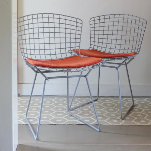 Série de 4 chaises Harry BERTOÏA en rilsan gris