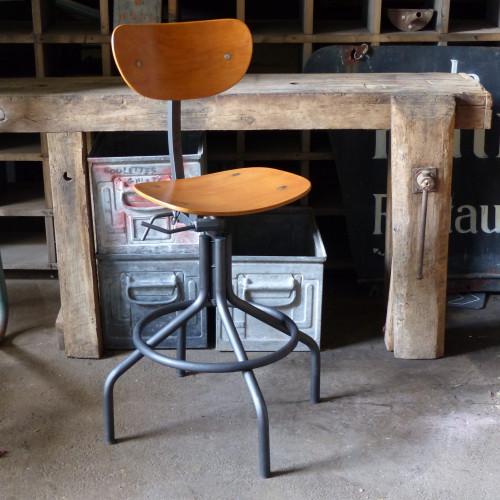 Superbe chaise d'atelier pivotante en métal et bois