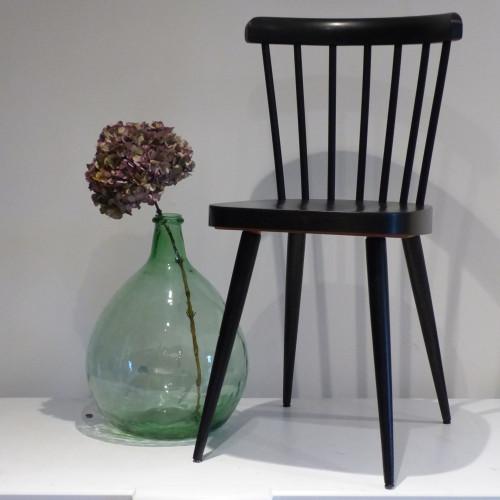 Série de 2 chaises peintes en noir