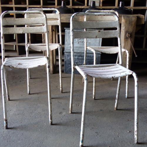 Série de 8 chaises en métal de type TOLIX
