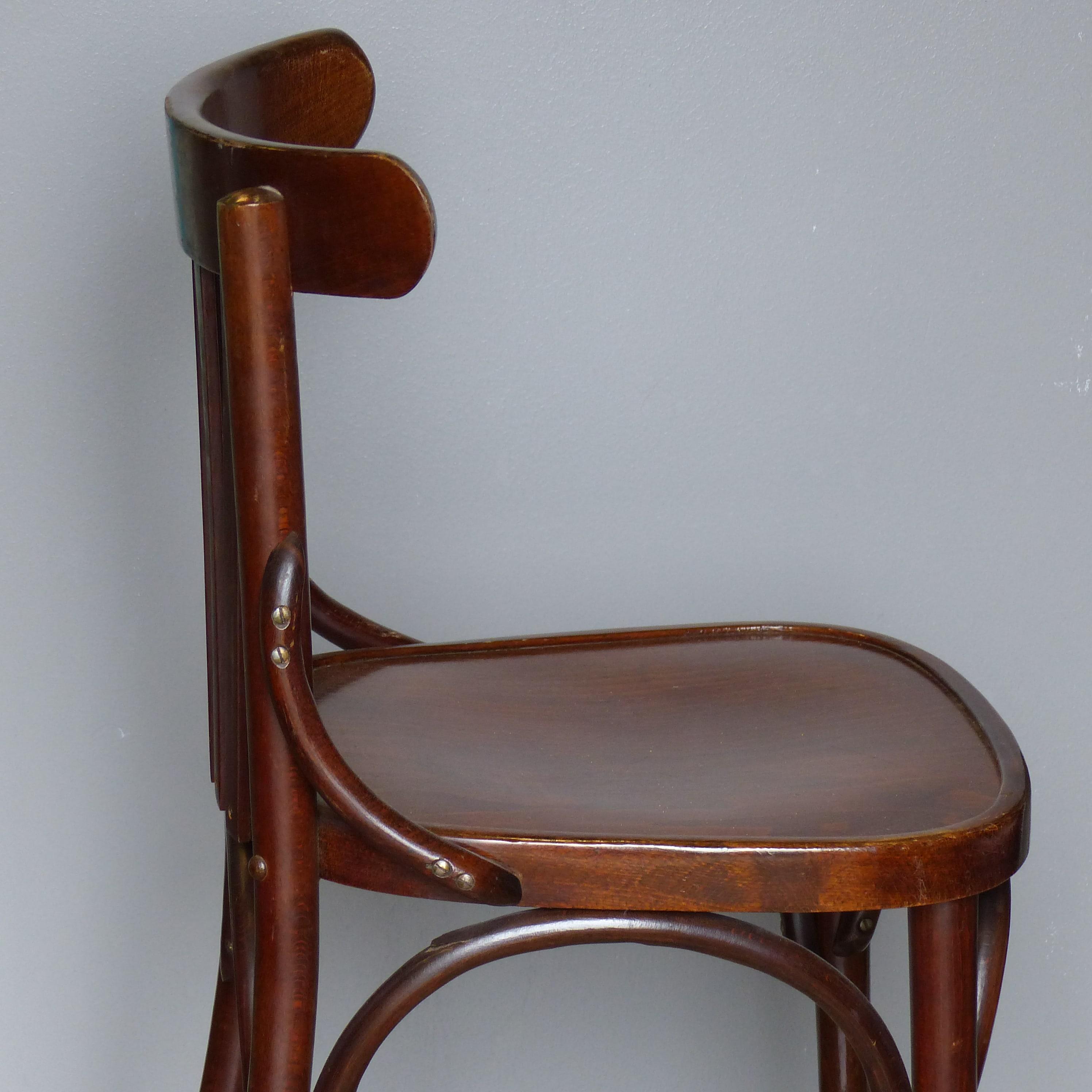 s rie de 4 chaises bistrot lignedebrocante brocante en ligne chine pour vous meubles vintage. Black Bedroom Furniture Sets. Home Design Ideas