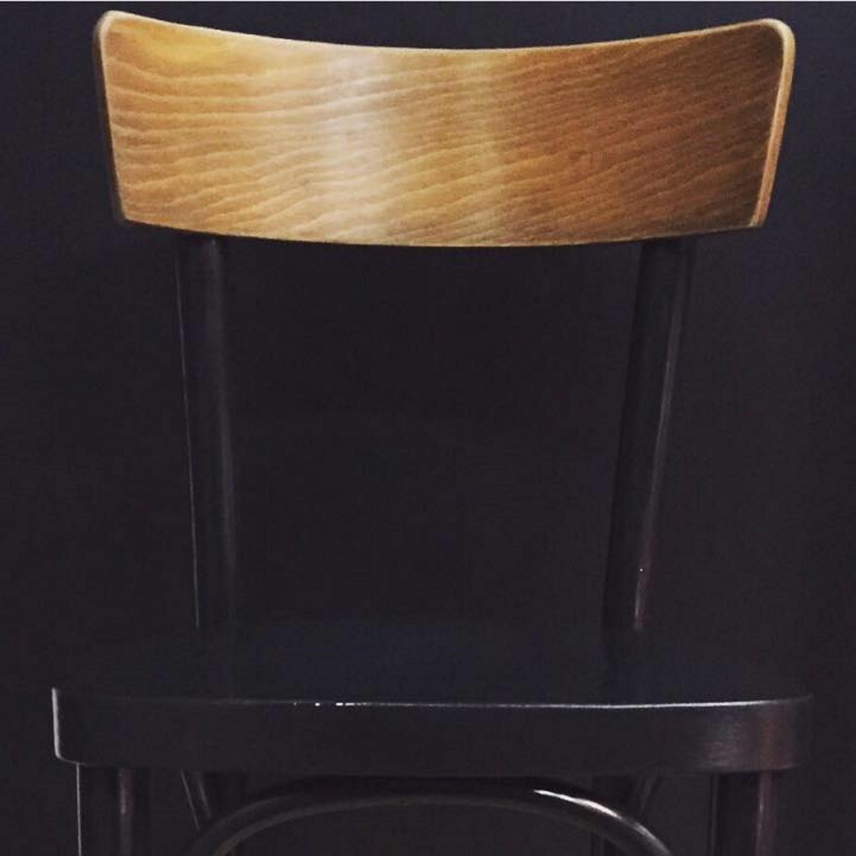 Chaise thonet noire et bois lignedebrocante brocante en for Chaise noir bois