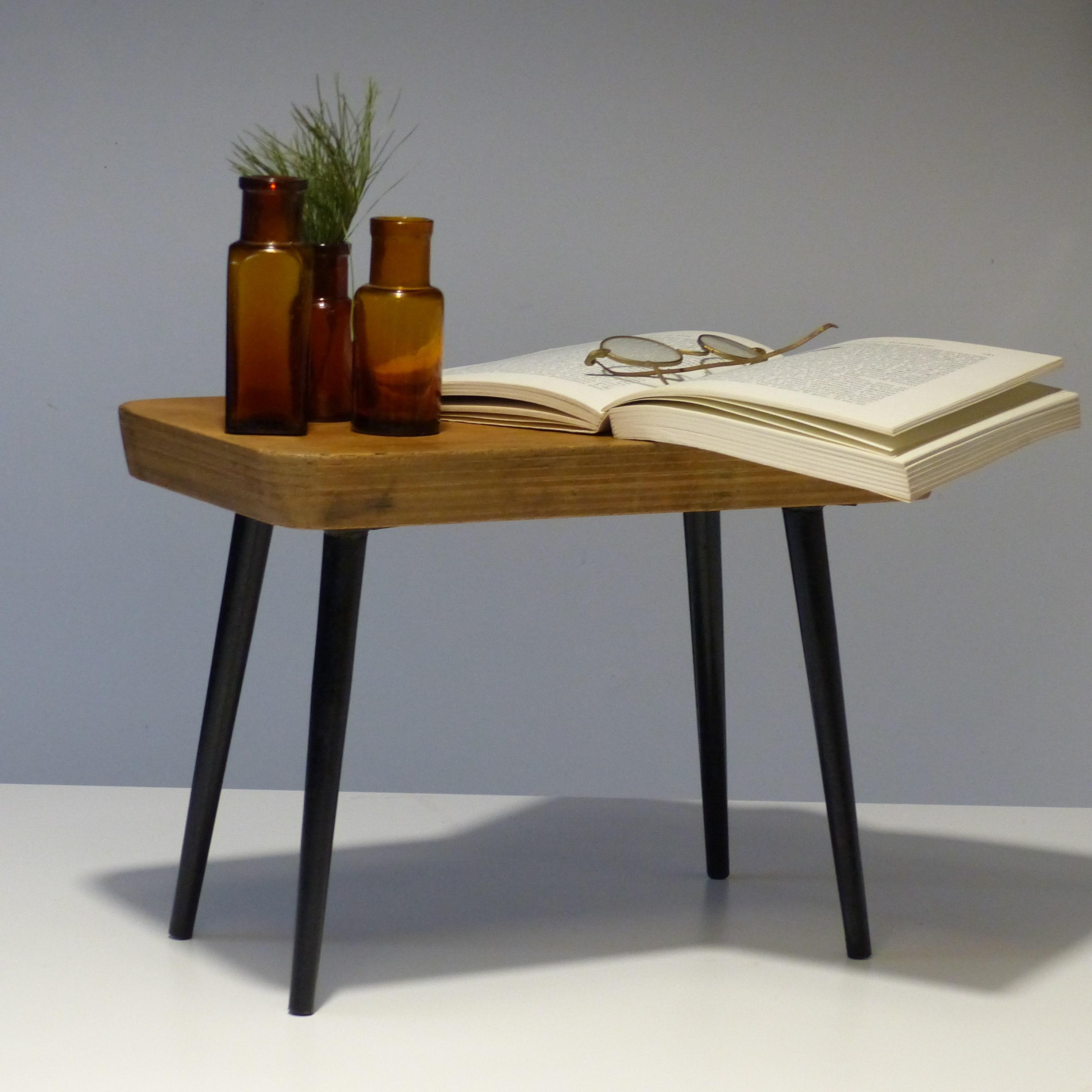 petit repose pied des ann es 50 lignedebrocante brocante en ligne chine pour vous meubles. Black Bedroom Furniture Sets. Home Design Ideas