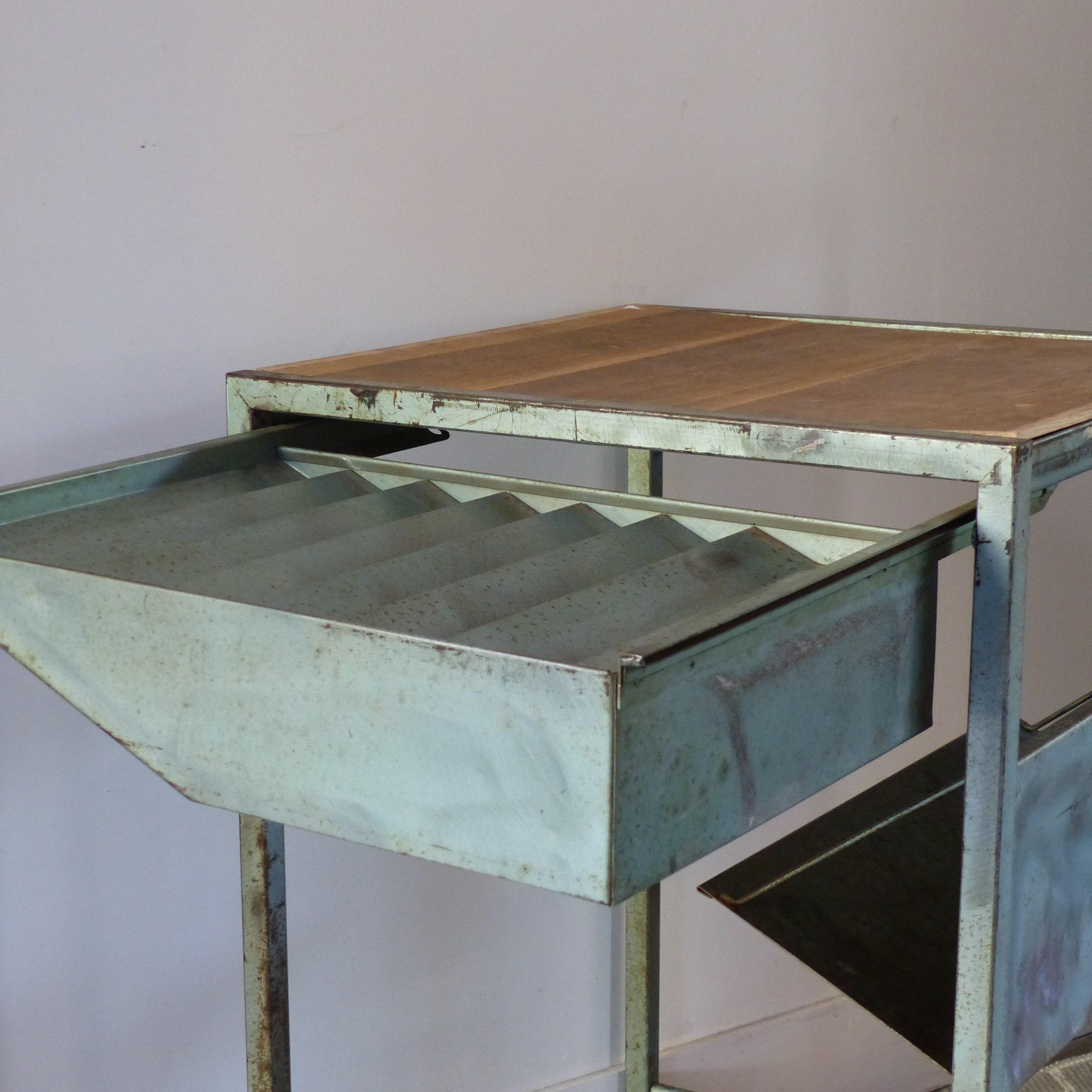 Desserte industrielle sur roulettes avec tiroir escamotable lignedebrocante - Tiroir table escamotable ...